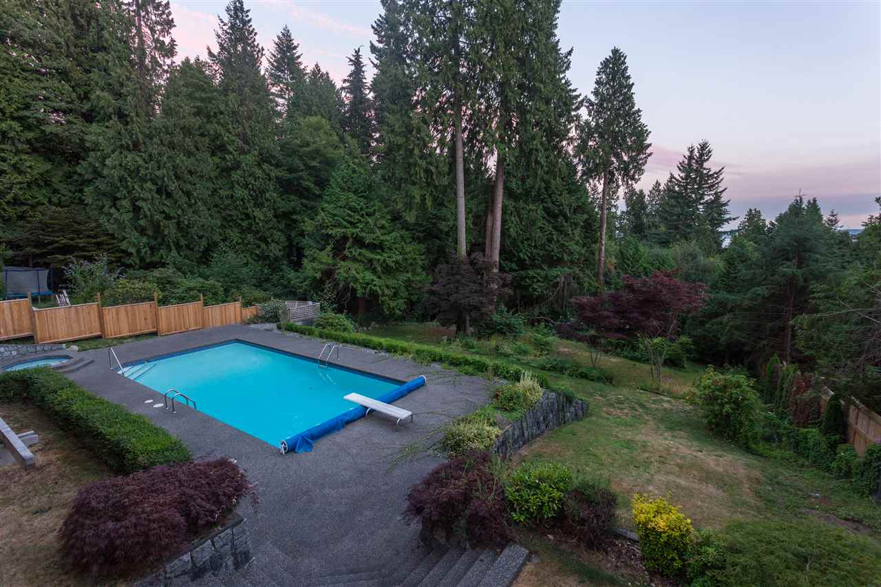 Detached at 3050 SPENCER DRIVE, West Vancouver, British Columbia. Image 15