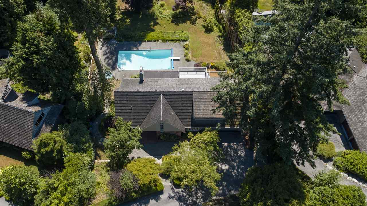 Detached at 3050 SPENCER DRIVE, West Vancouver, British Columbia. Image 16