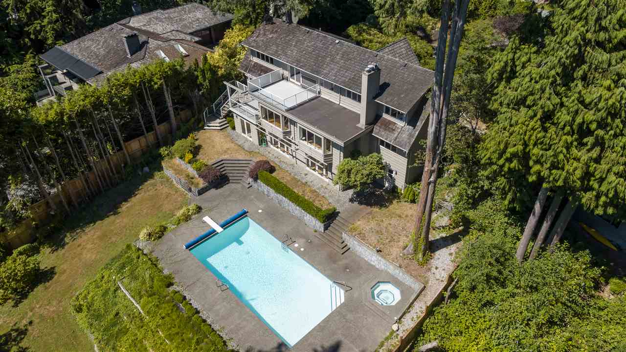Detached at 3050 SPENCER DRIVE, West Vancouver, British Columbia. Image 18