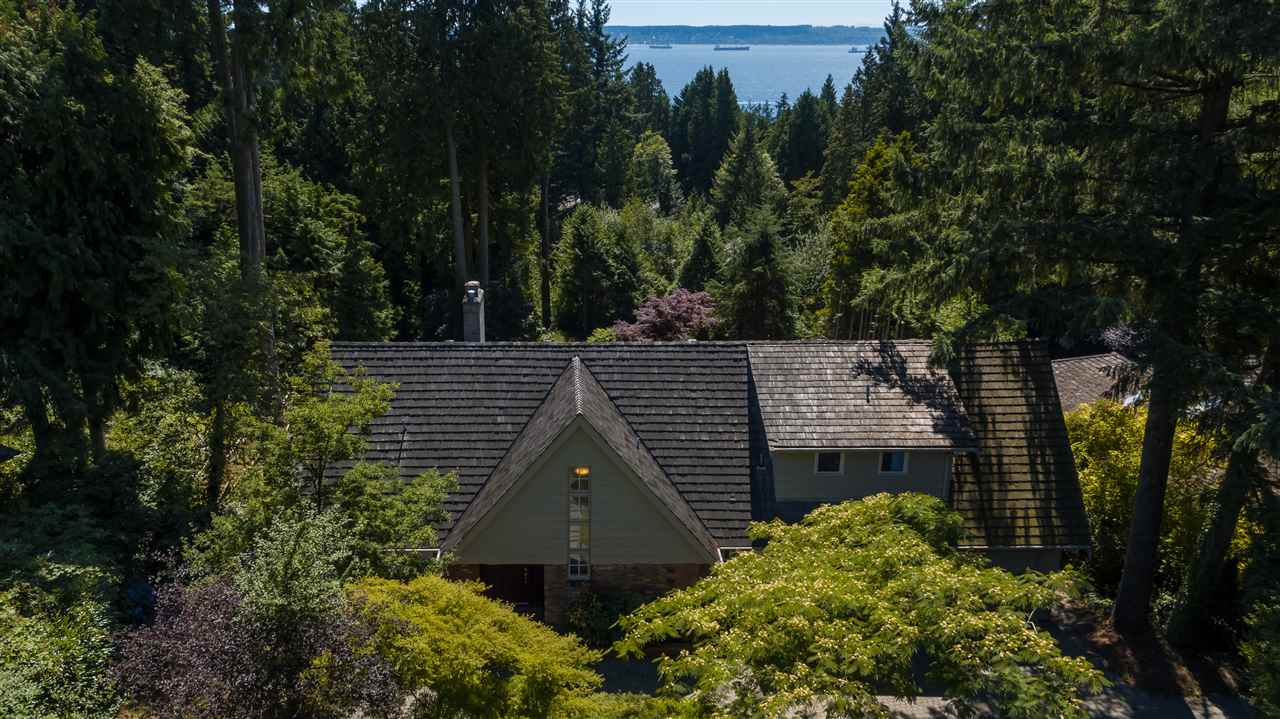 Detached at 3050 SPENCER DRIVE, West Vancouver, British Columbia. Image 19