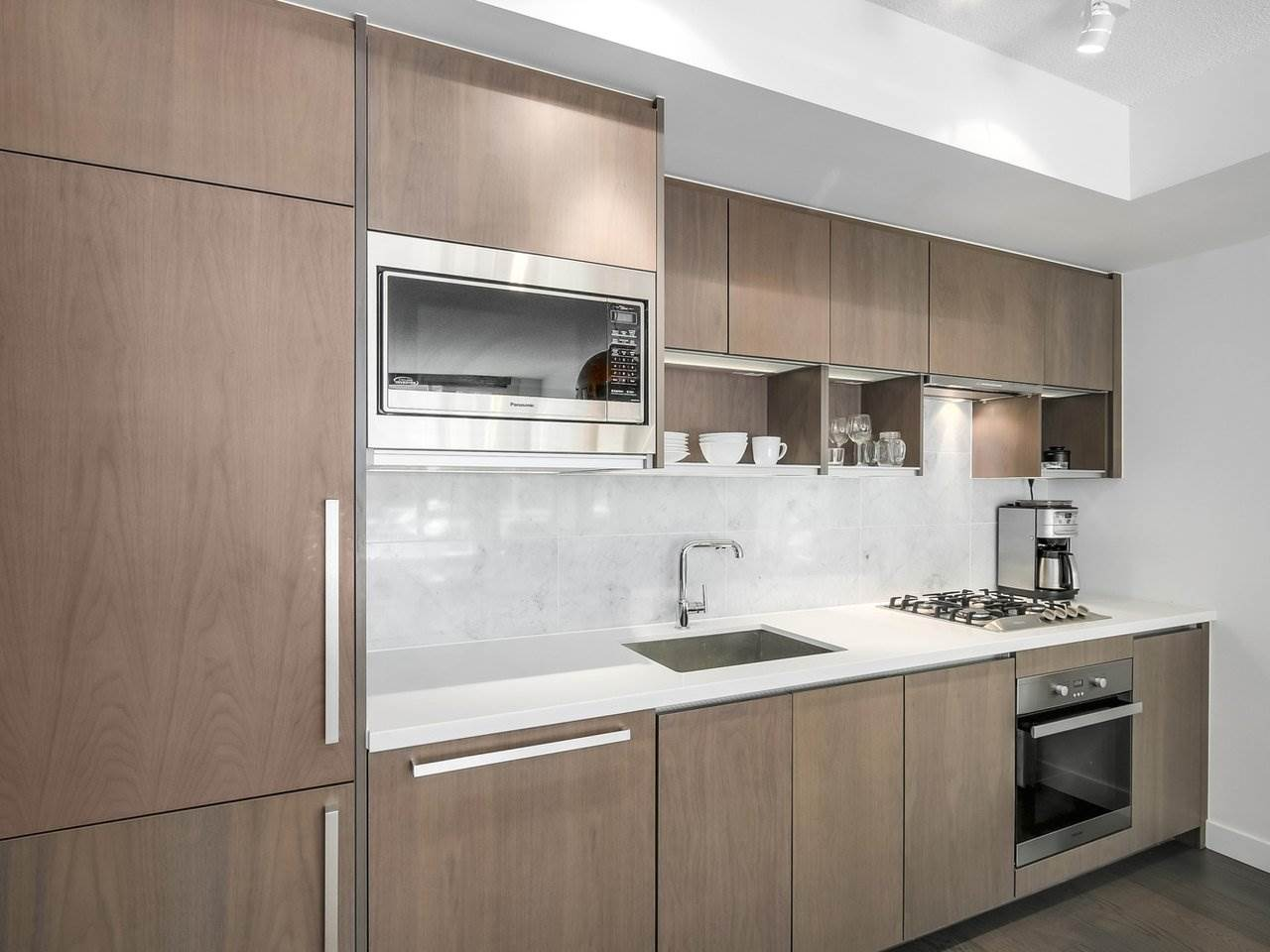 Condo Apartment at 303 68 SMITHE STREET, Unit 303, Vancouver West, British Columbia. Image 11