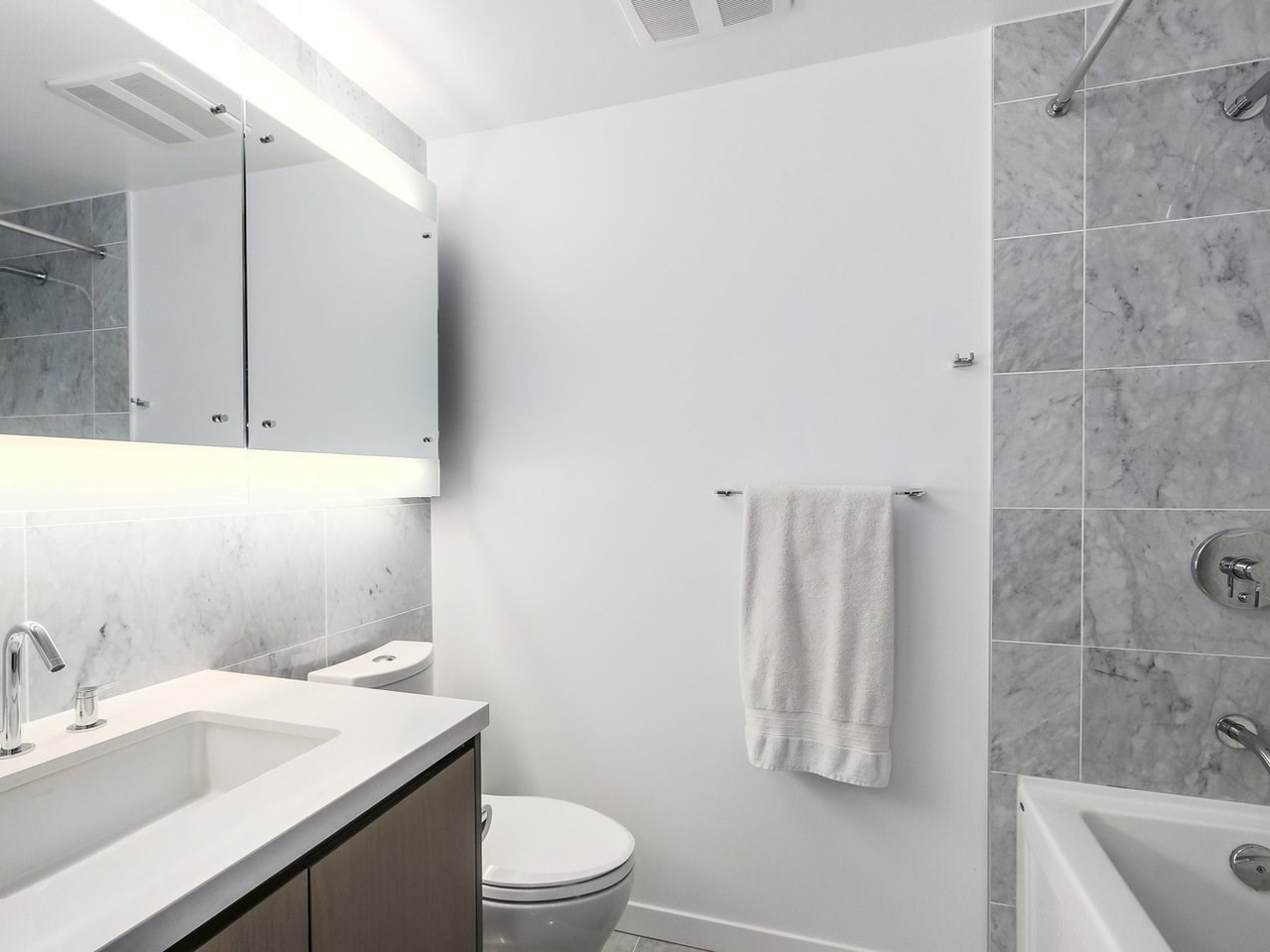 Condo Apartment at 303 68 SMITHE STREET, Unit 303, Vancouver West, British Columbia. Image 13