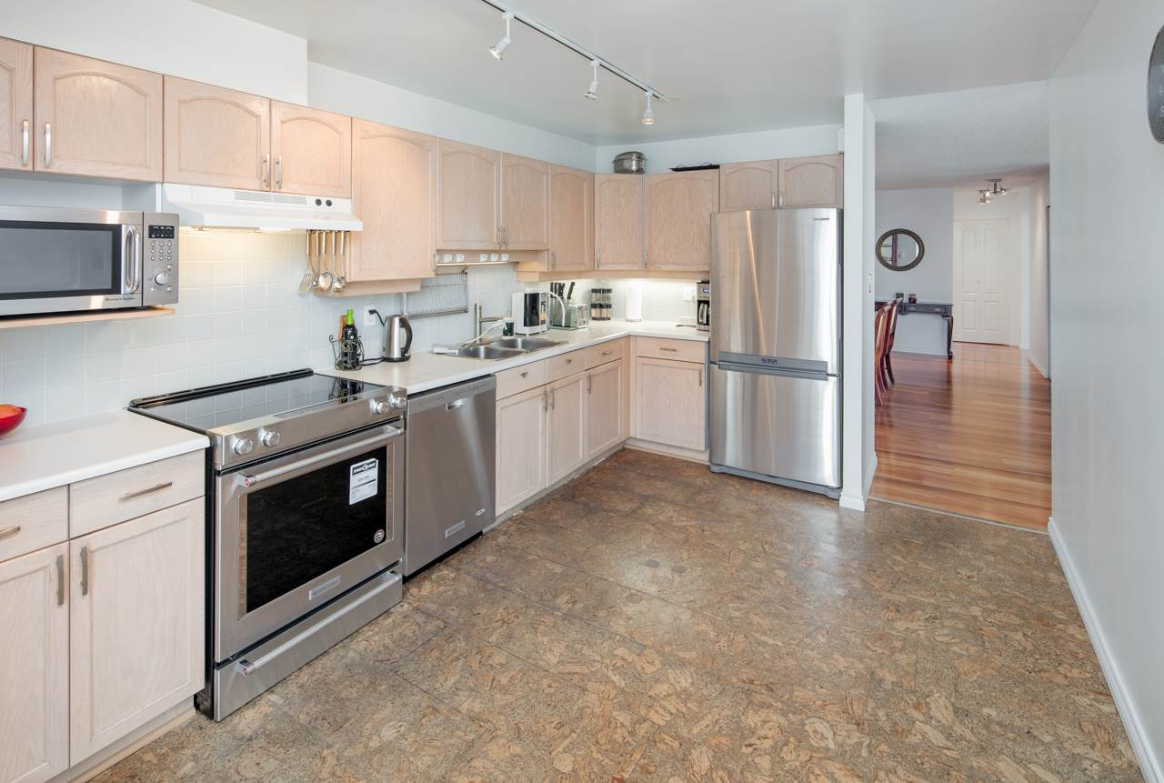 Condo Apartment at 706 1250 QUAYSIDE DRIVE, Unit 706, New Westminster, British Columbia. Image 14