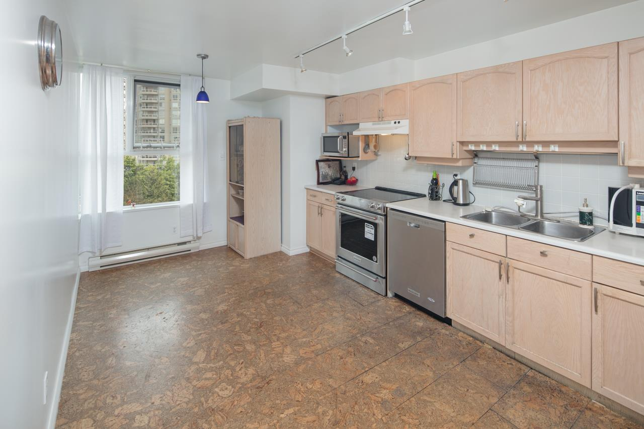 Condo Apartment at 706 1250 QUAYSIDE DRIVE, Unit 706, New Westminster, British Columbia. Image 15