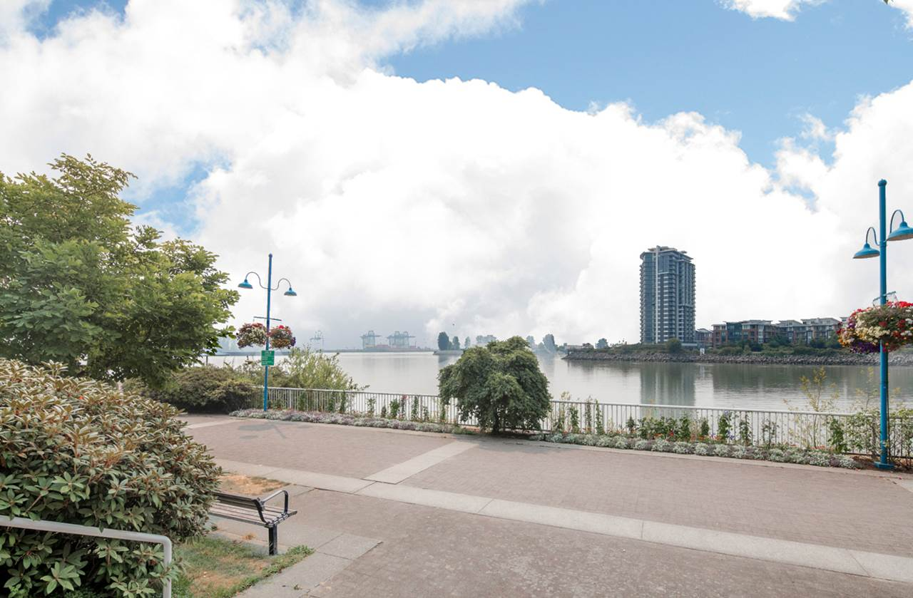 Condo Apartment at 706 1250 QUAYSIDE DRIVE, Unit 706, New Westminster, British Columbia. Image 16