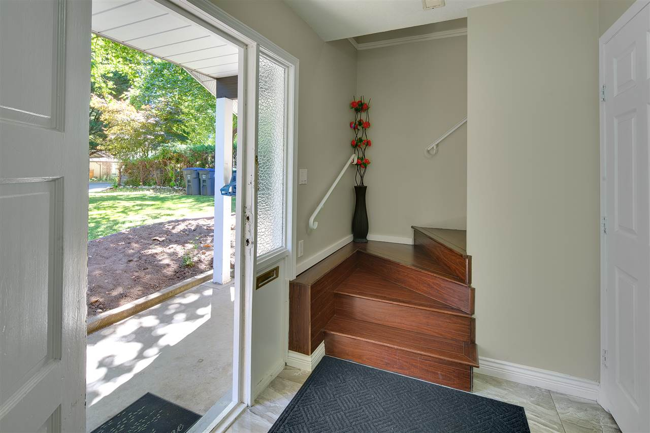 Detached at 8979 QUEEN MARY BOULEVARD, Surrey, British Columbia. Image 3