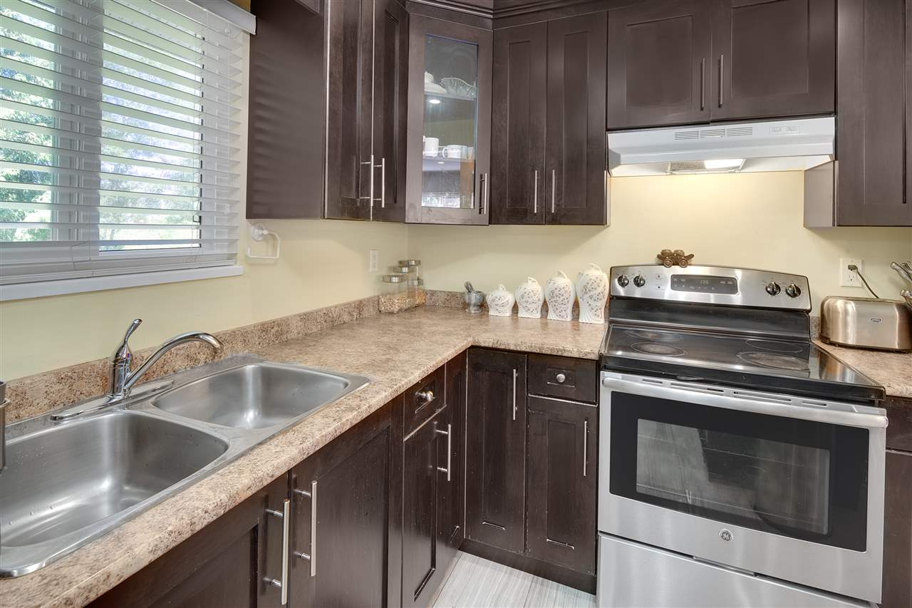 Detached at 8979 QUEEN MARY BOULEVARD, Surrey, British Columbia. Image 5
