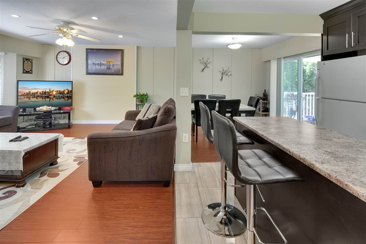 Detached at 8979 QUEEN MARY BOULEVARD, Surrey, British Columbia. Image 8