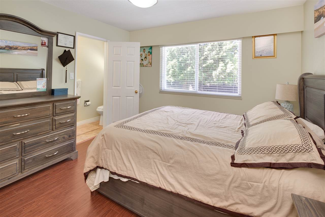 Detached at 8979 QUEEN MARY BOULEVARD, Surrey, British Columbia. Image 11