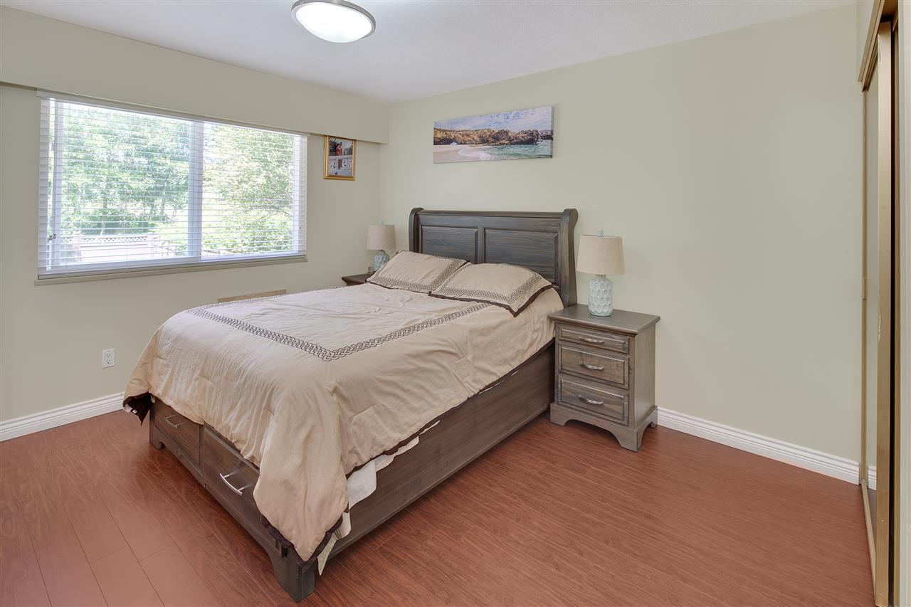 Detached at 8979 QUEEN MARY BOULEVARD, Surrey, British Columbia. Image 13