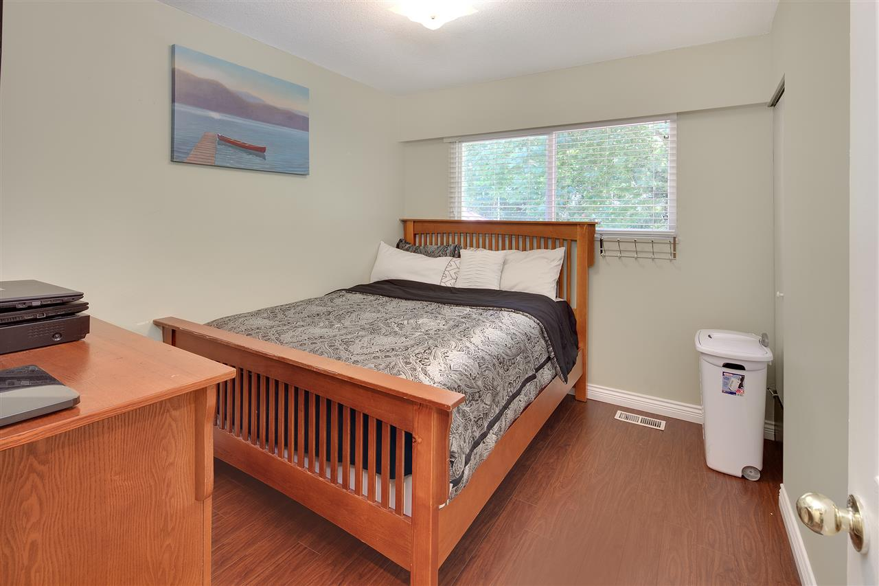Detached at 8979 QUEEN MARY BOULEVARD, Surrey, British Columbia. Image 15