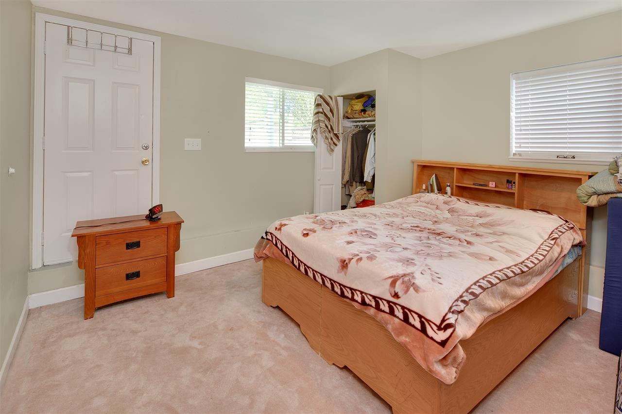 Detached at 8979 QUEEN MARY BOULEVARD, Surrey, British Columbia. Image 16