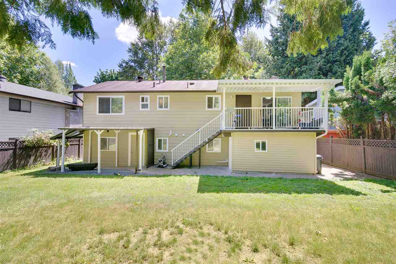 Detached at 8979 QUEEN MARY BOULEVARD, Surrey, British Columbia. Image 19