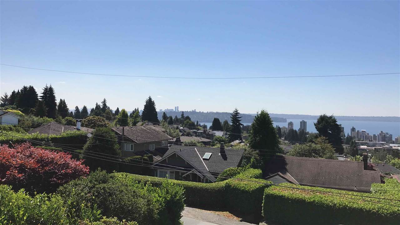 Detached at 2137 NELSON AVENUE, West Vancouver, British Columbia. Image 1