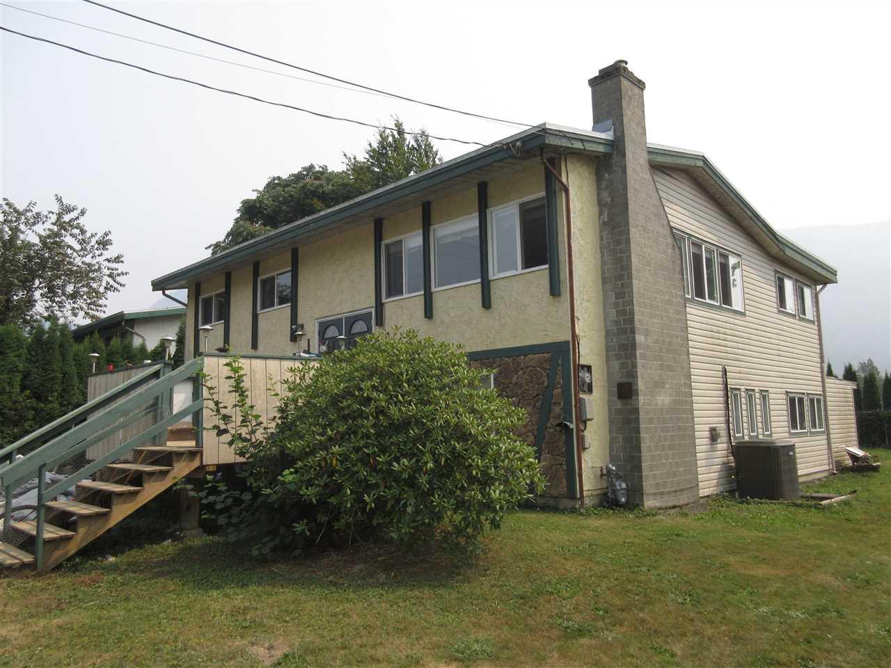 Detached at 42450 WALNUT AVENUE, Yarrow, British Columbia. Image 2