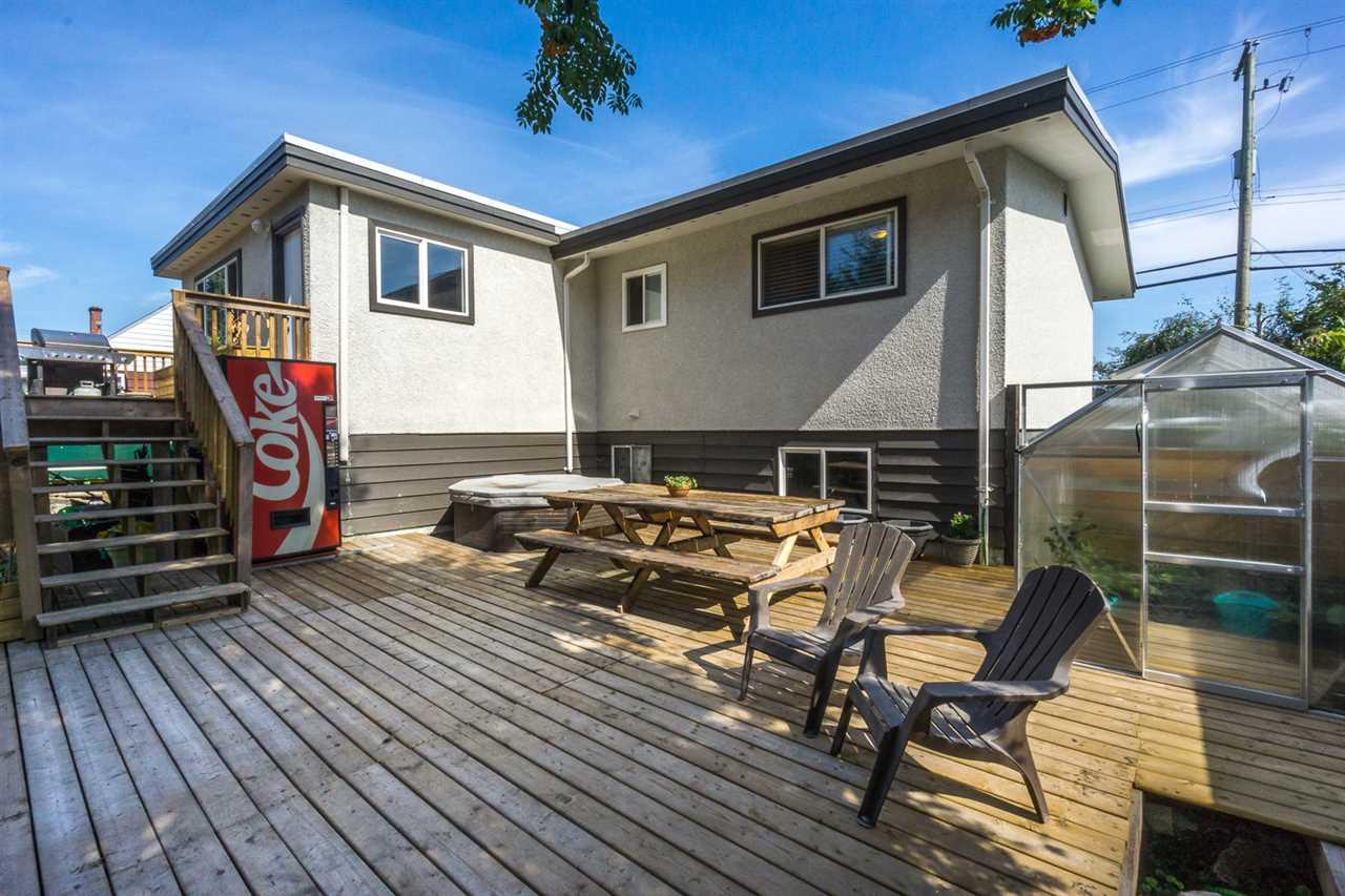 Detached at 45236 BERNARD AVENUE, Chilliwack, British Columbia. Image 19