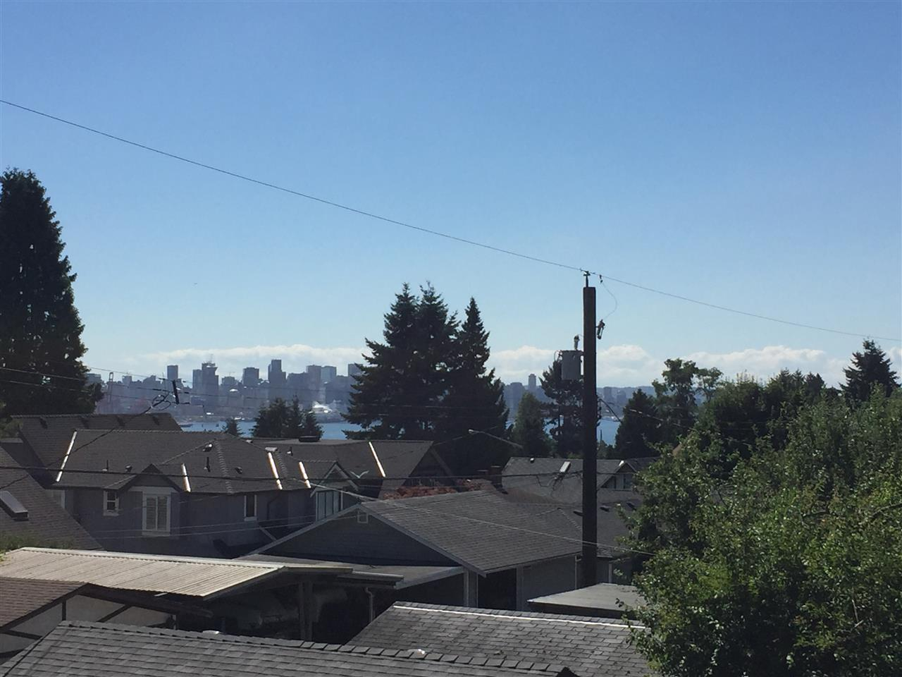 Detached at 639 E 6TH STREET, North Vancouver, British Columbia. Image 2
