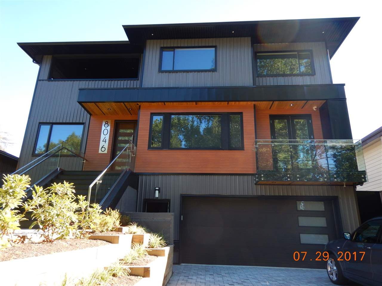 Detached at 8046 LAKEFIELD DRIVE, Burnaby South, British Columbia. Image 2