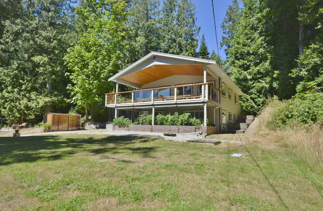 Detached at 4559 MERRILL ROAD, Sunshine Coast, British Columbia. Image 1