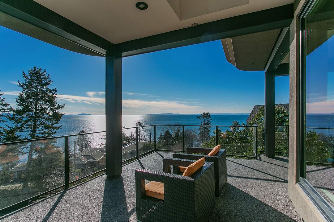Detached at 14457 MAGDALEN CRESCENT, South Surrey White Rock, British Columbia. Image 2