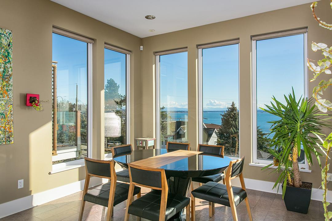 Detached at 14457 MAGDALEN CRESCENT, South Surrey White Rock, British Columbia. Image 8