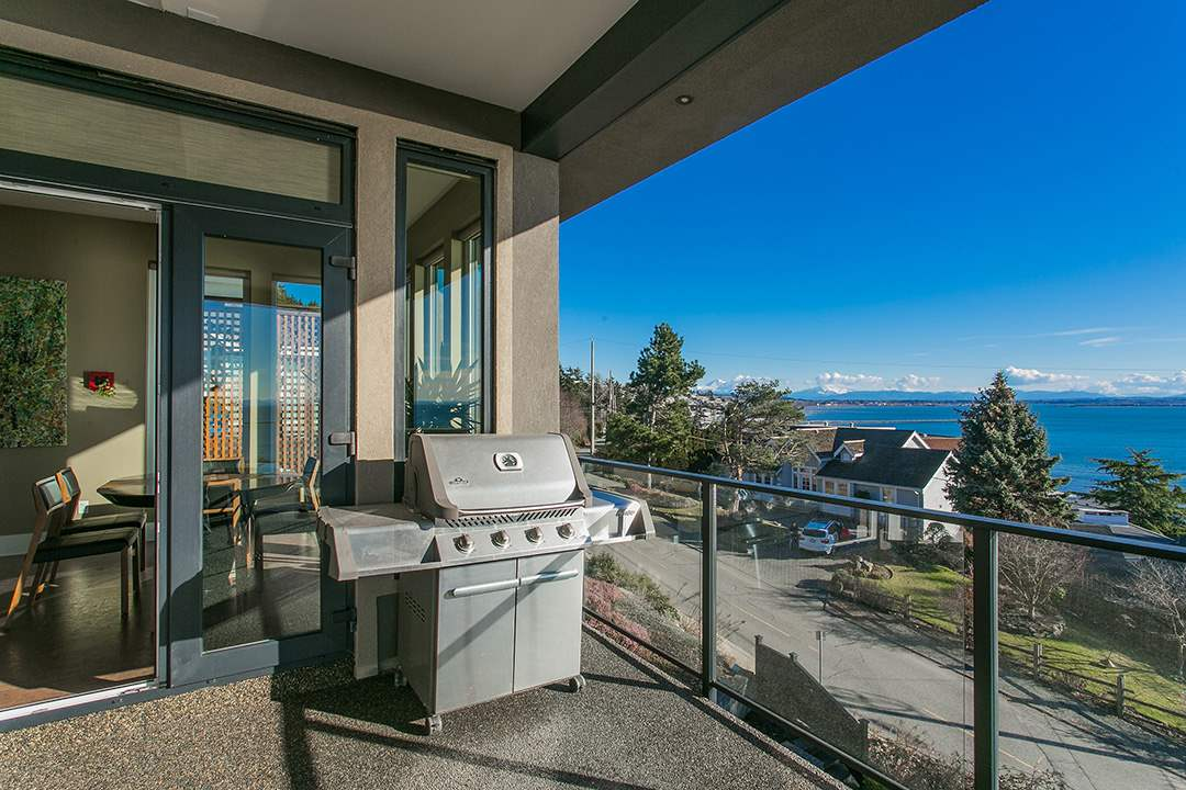 Detached at 14457 MAGDALEN CRESCENT, South Surrey White Rock, British Columbia. Image 9