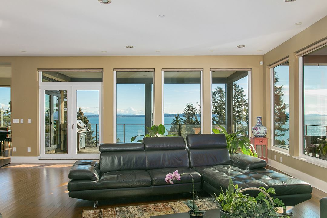 Detached at 14457 MAGDALEN CRESCENT, South Surrey White Rock, British Columbia. Image 11