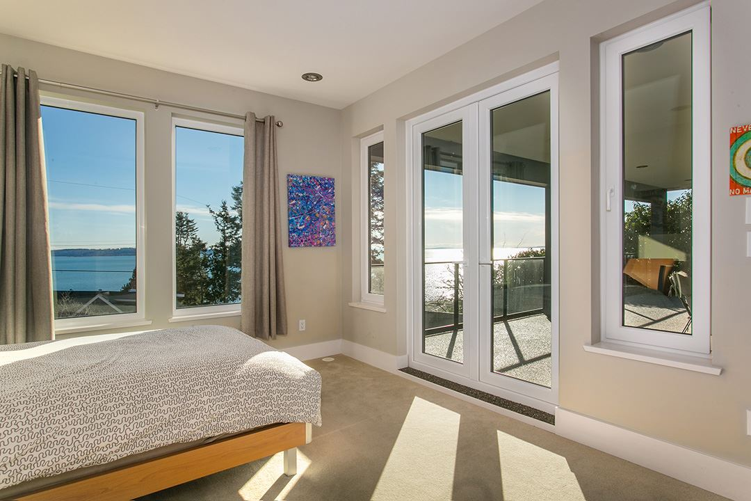 Detached at 14457 MAGDALEN CRESCENT, South Surrey White Rock, British Columbia. Image 14