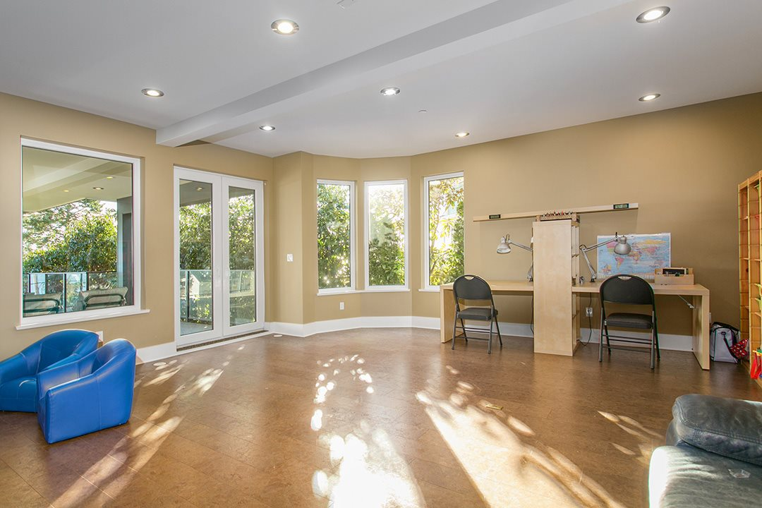 Detached at 14457 MAGDALEN CRESCENT, South Surrey White Rock, British Columbia. Image 15