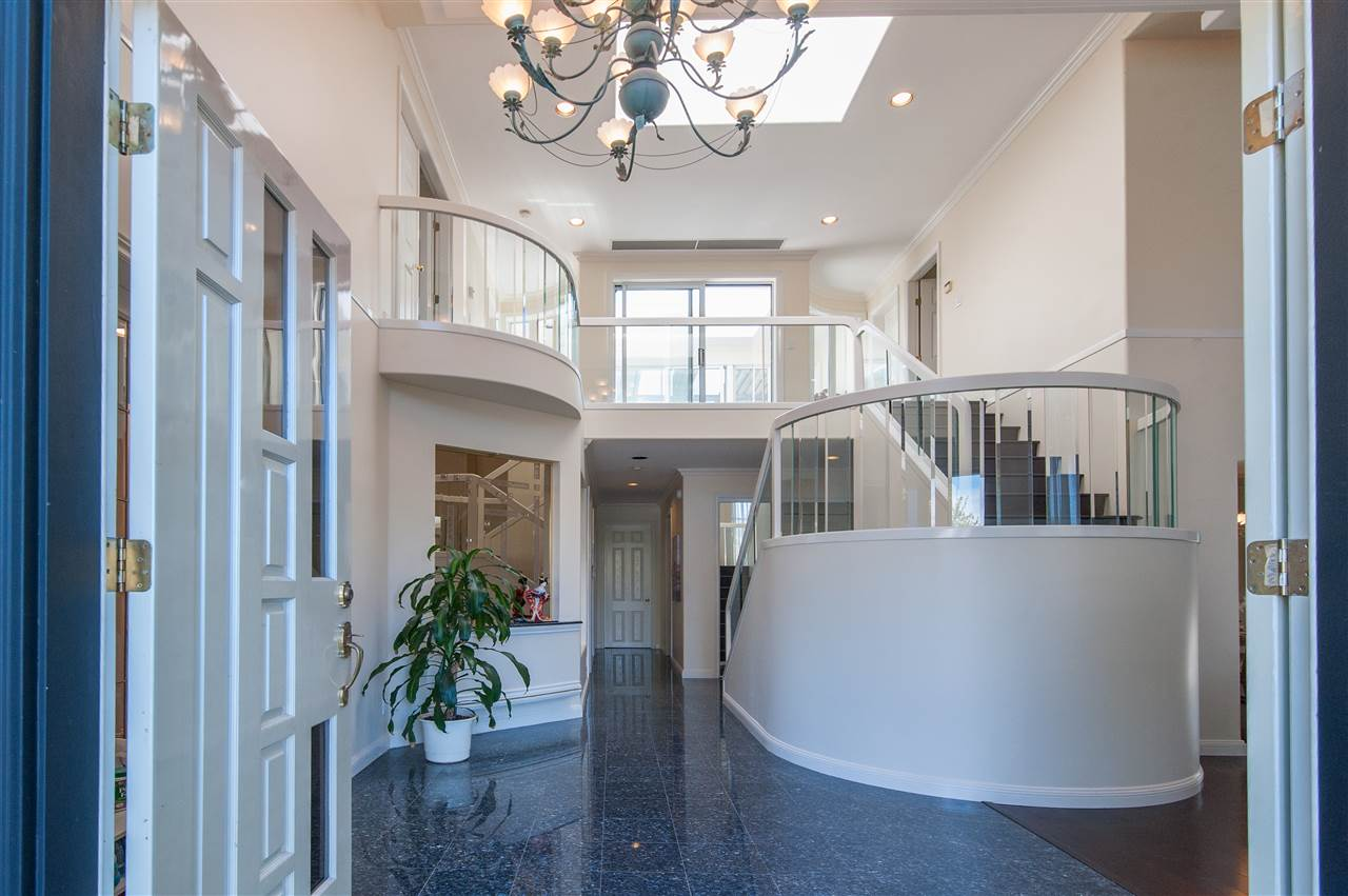 Detached at 6911 CAMSELL CRESCENT, Richmond, British Columbia. Image 3