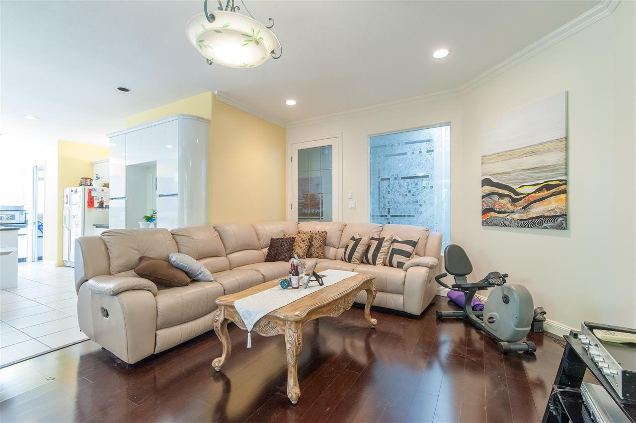 Detached at 6911 CAMSELL CRESCENT, Richmond, British Columbia. Image 11