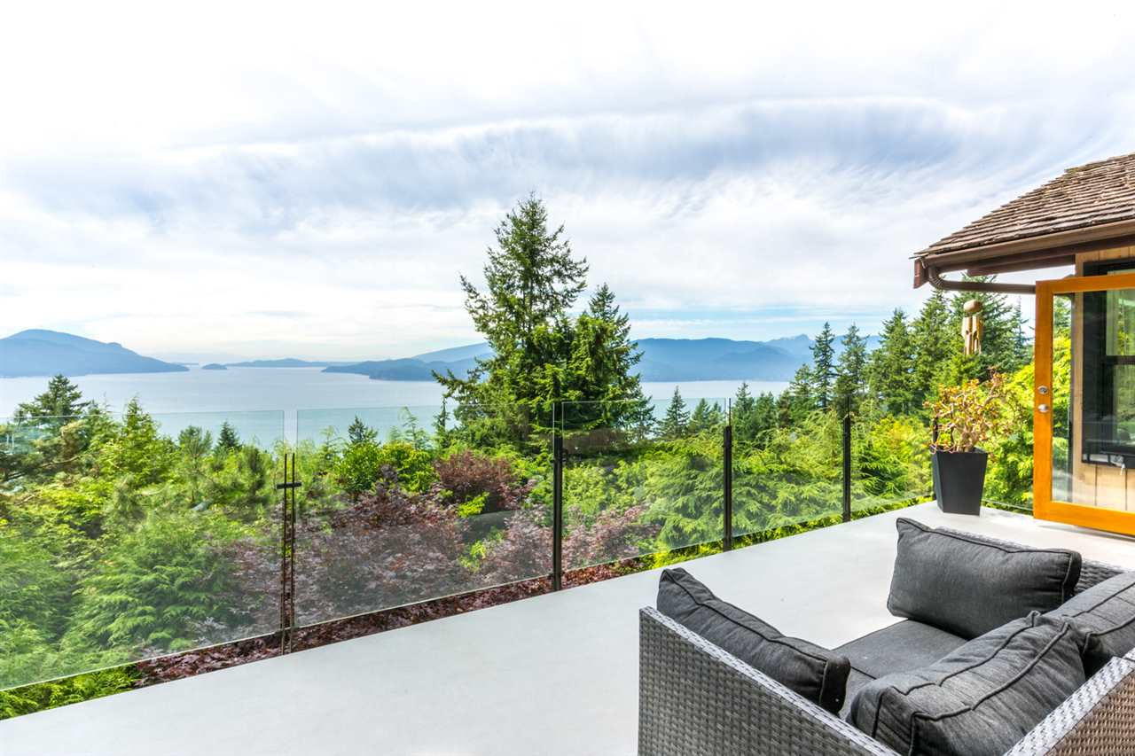Detached at 440 TIMBERTOP DRIVE, West Vancouver, British Columbia. Image 2