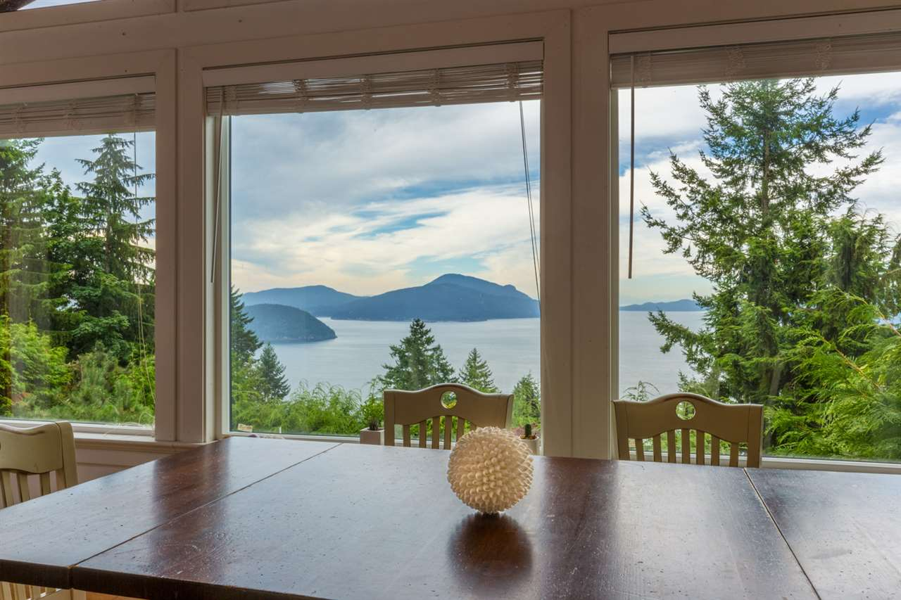 Detached at 440 TIMBERTOP DRIVE, West Vancouver, British Columbia. Image 3