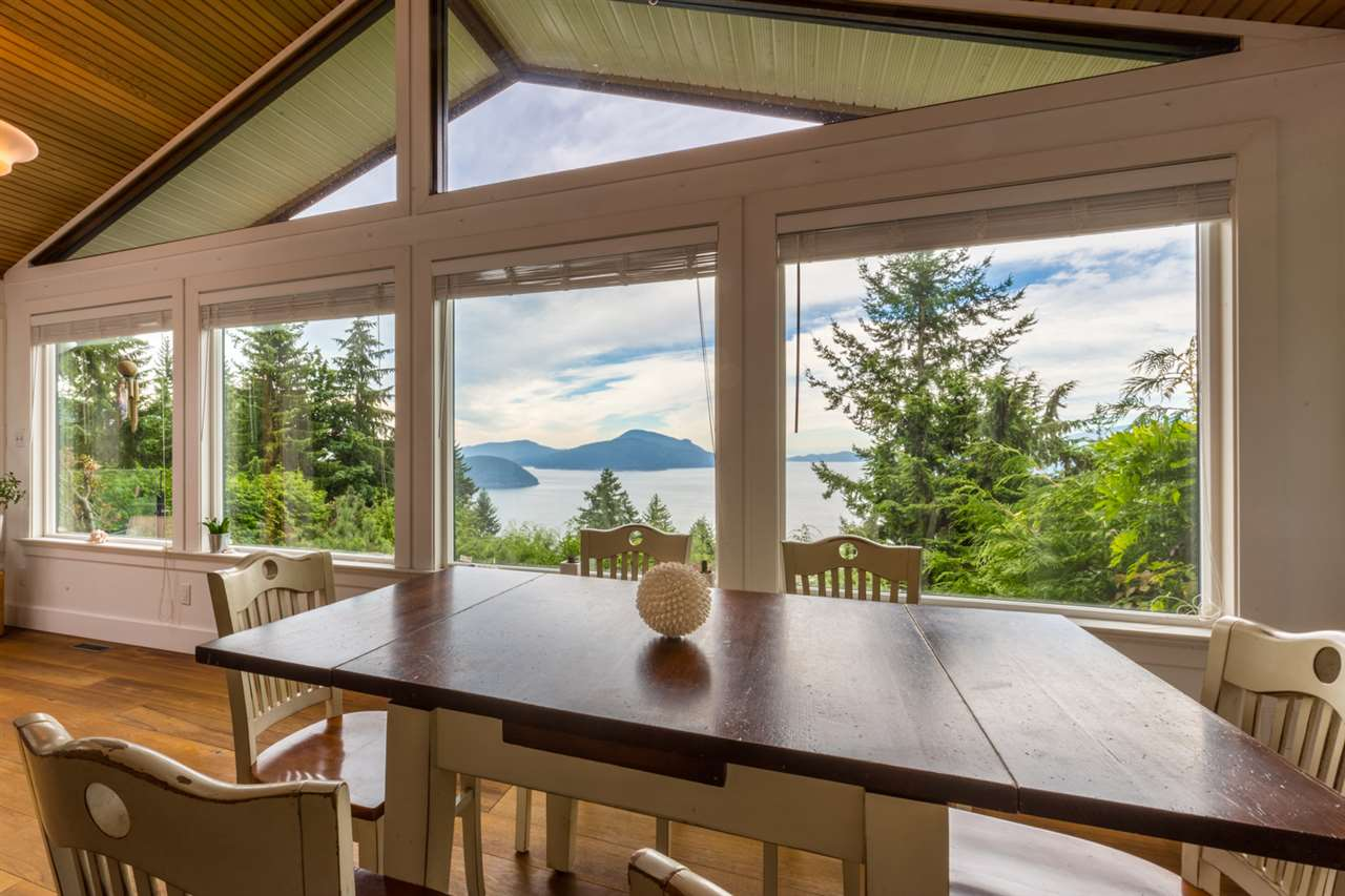 Detached at 440 TIMBERTOP DRIVE, West Vancouver, British Columbia. Image 4