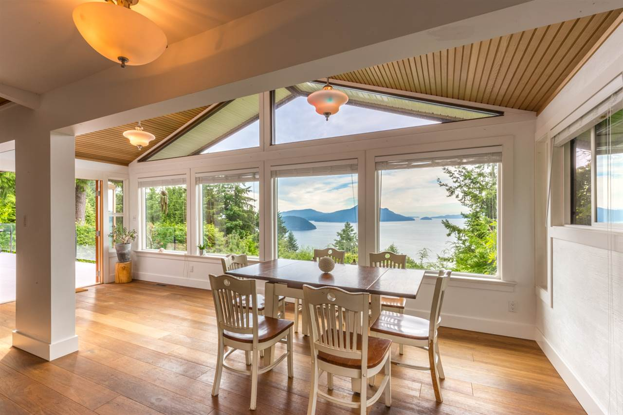 Detached at 440 TIMBERTOP DRIVE, West Vancouver, British Columbia. Image 5
