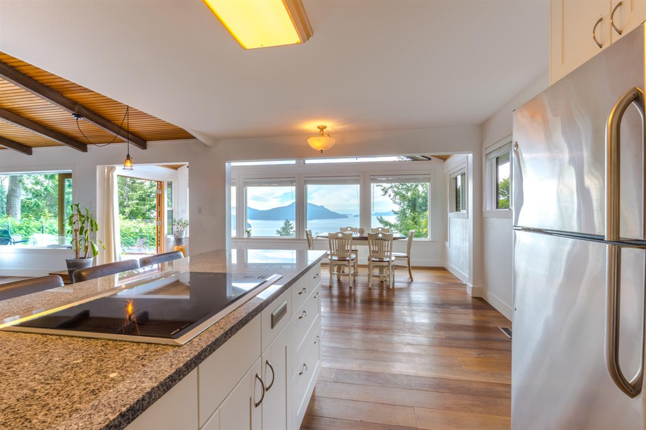 Detached at 440 TIMBERTOP DRIVE, West Vancouver, British Columbia. Image 6