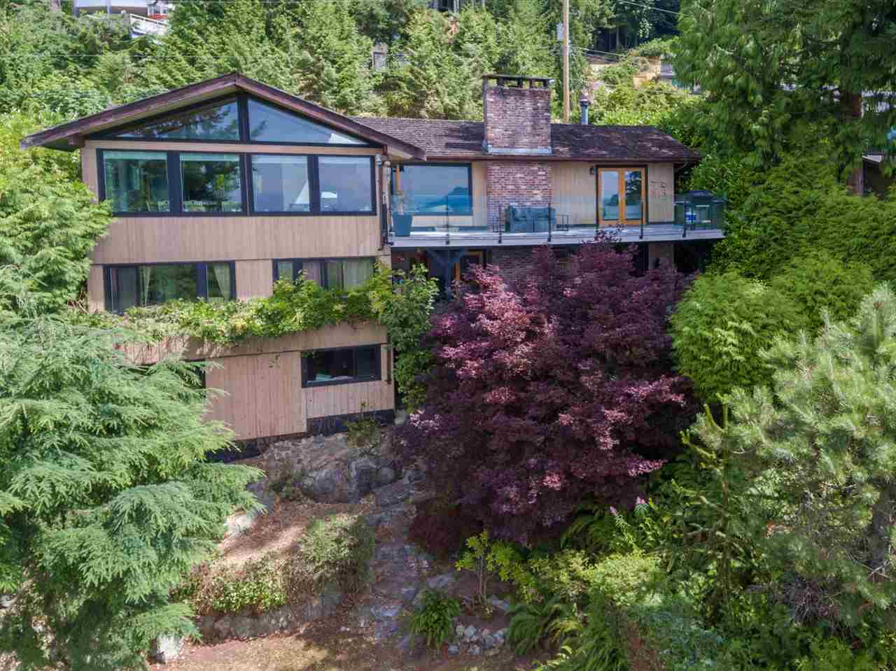 Detached at 440 TIMBERTOP DRIVE, West Vancouver, British Columbia. Image 15
