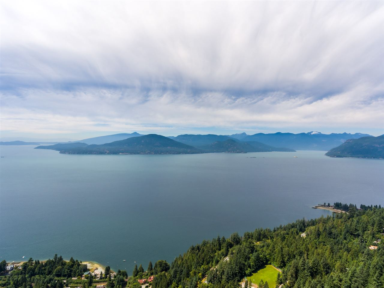 Detached at 440 TIMBERTOP DRIVE, West Vancouver, British Columbia. Image 17
