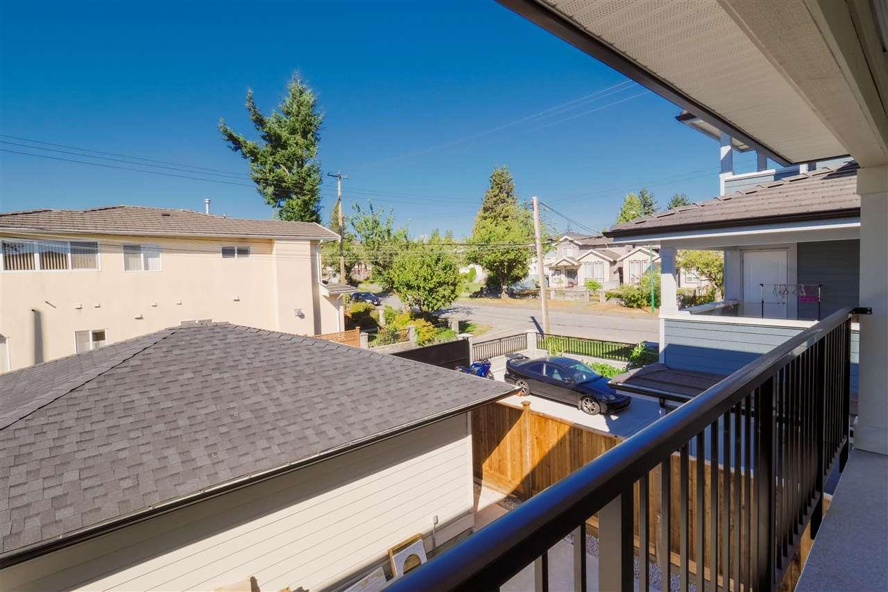 Half-duplex at 7727 CURRAGH AVENUE, Burnaby South, British Columbia. Image 7