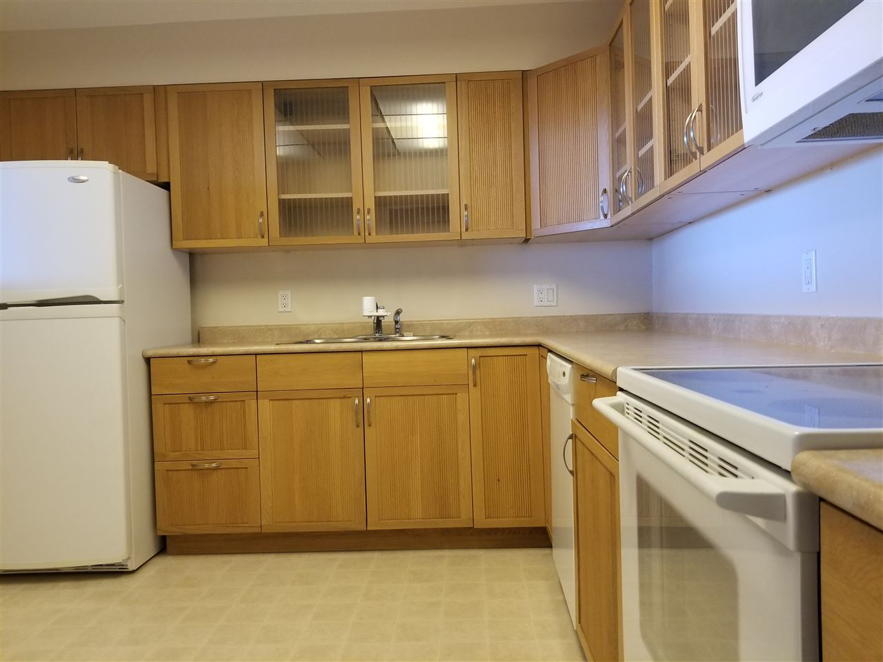 Condo Apartment at 707 1442 FOSTER STREET, Unit 707, South Surrey White Rock, British Columbia. Image 11