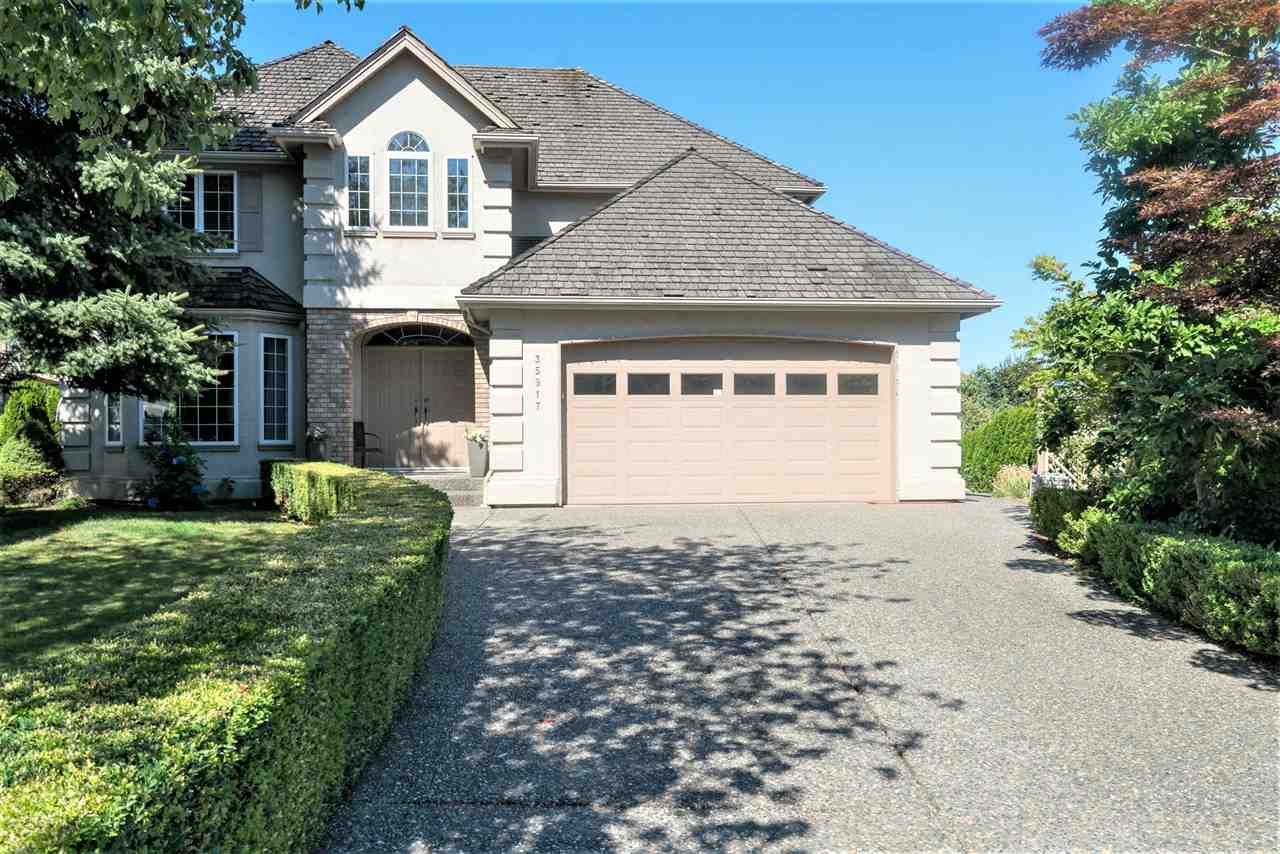 Detached at 35917 STONECROFT PLACE, Abbotsford, British Columbia. Image 1