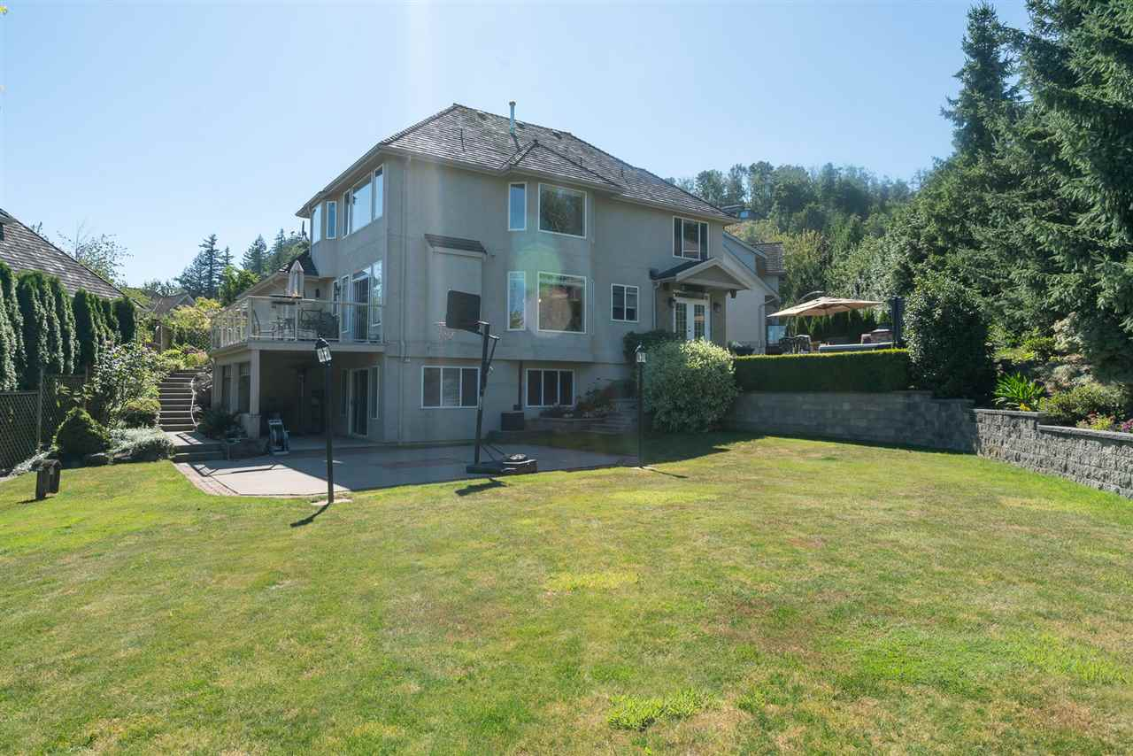 Detached at 35917 STONECROFT PLACE, Abbotsford, British Columbia. Image 2