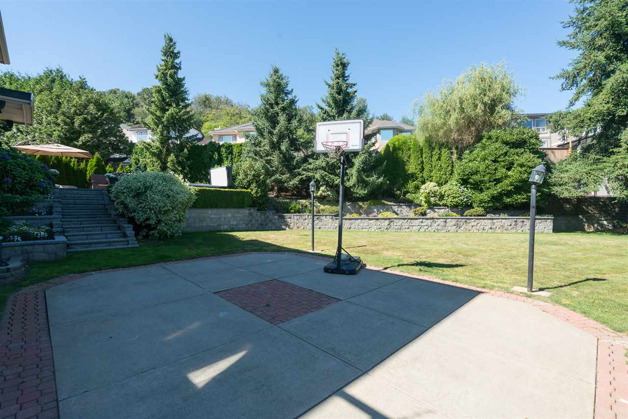 Detached at 35917 STONECROFT PLACE, Abbotsford, British Columbia. Image 3