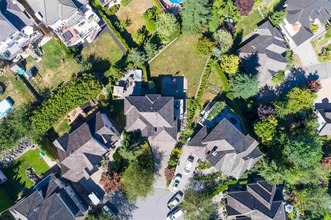 Detached at 35917 STONECROFT PLACE, Abbotsford, British Columbia. Image 5