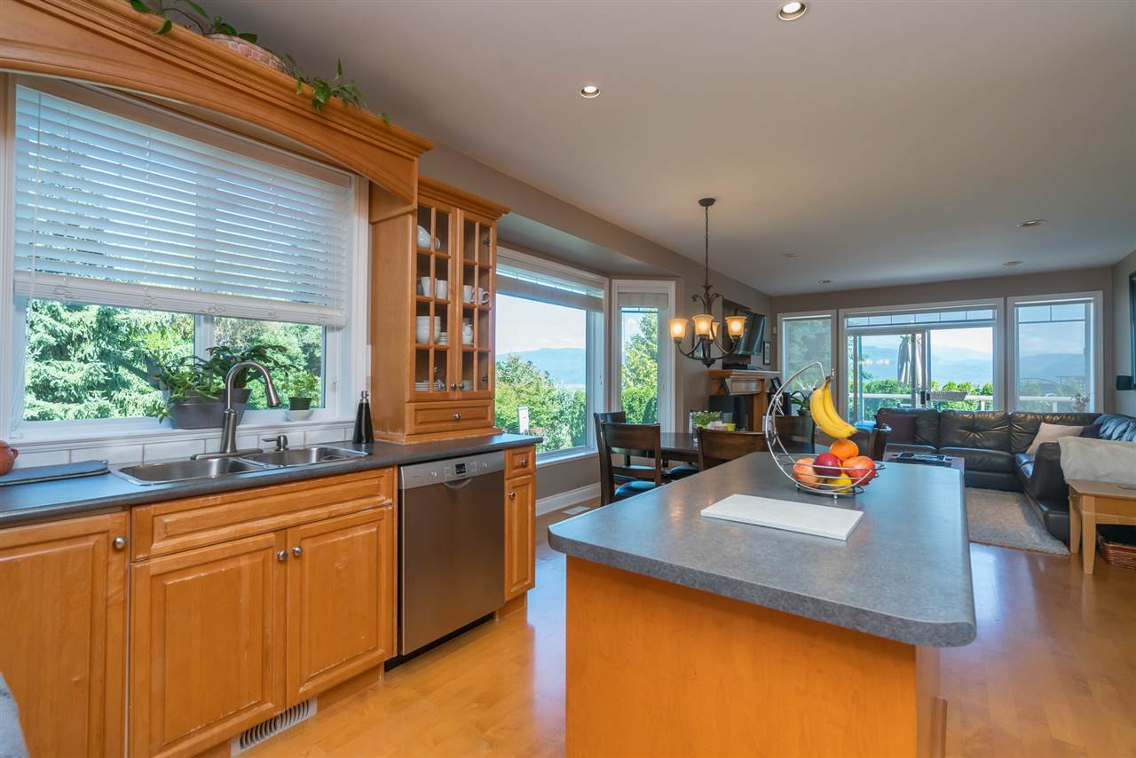 Detached at 35917 STONECROFT PLACE, Abbotsford, British Columbia. Image 10