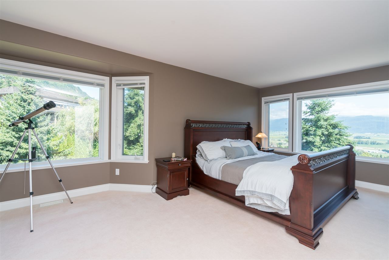 Detached at 35917 STONECROFT PLACE, Abbotsford, British Columbia. Image 13