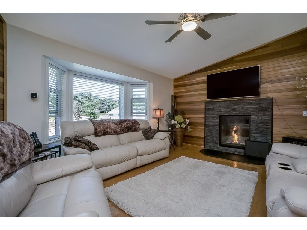 Detached at 5028 242 DRIVE, Langley, British Columbia. Image 3