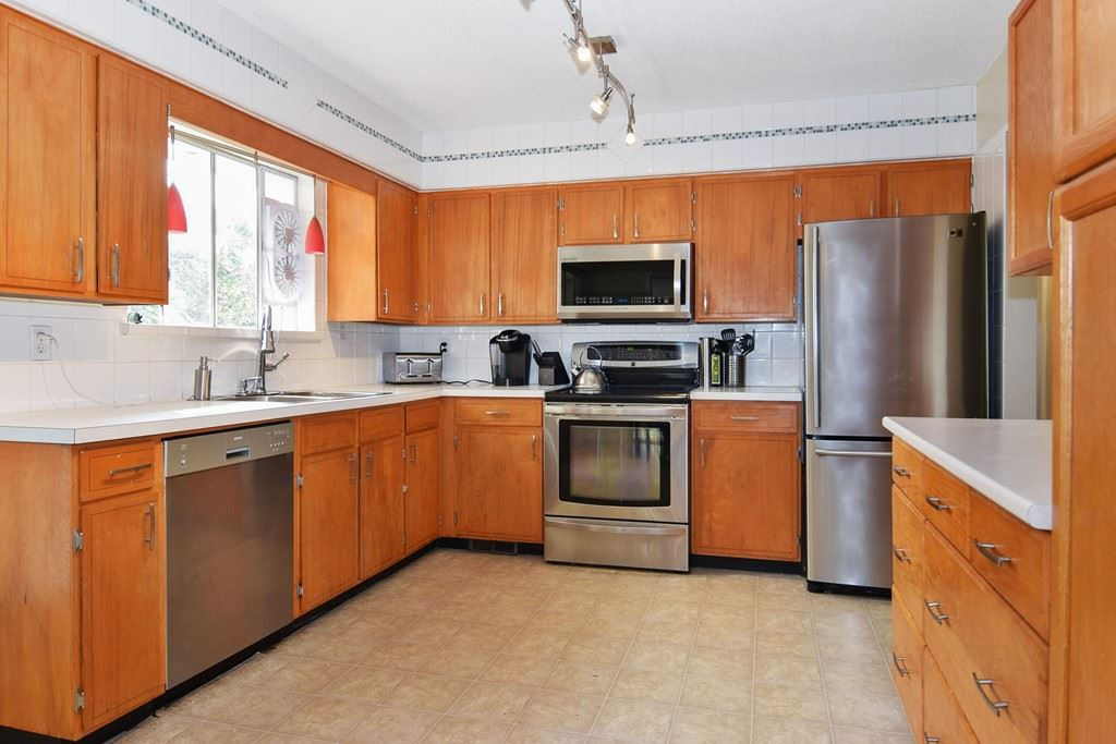 Detached at 3734 196A STREET, Langley, British Columbia. Image 3