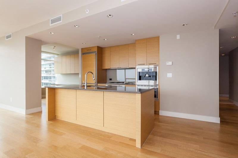 Condo Apartment at 502 1473 JOHNSTON ROAD, Unit 502, South Surrey White Rock, British Columbia. Image 6