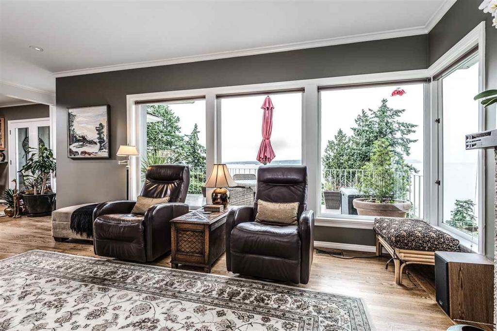 Detached at 3720 CREERY AVENUE, West Vancouver, British Columbia. Image 5